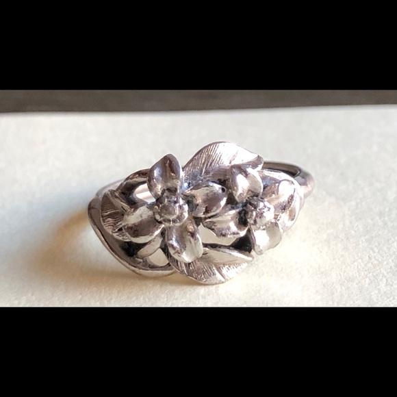 Vintage Silver Tone Avon Flower Adjustable to 7.5 Ring